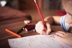 Una propuesta para evitar el efecto negativo de los cierres de los centros educativos en el futuro de los jóvenes españoles